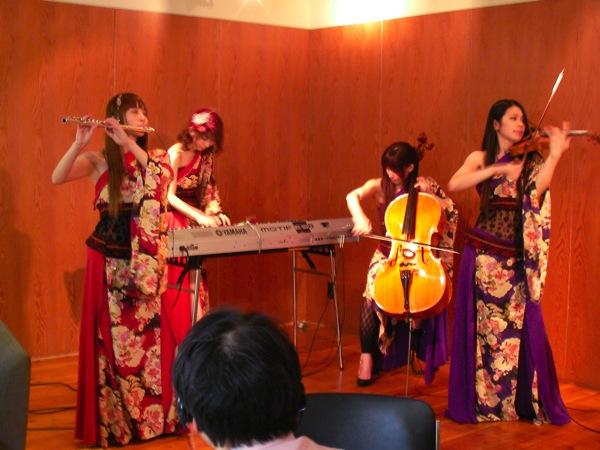才色兼備のクラシカルポップスユニットVanilla Moodが初USTREAM演奏会を開催