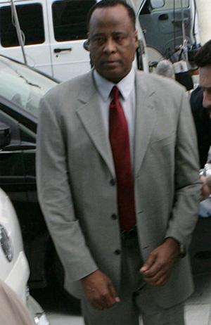 マイケル・ジャクソン「謎の死」裁判で、マーレイ医師に有罪判決 | BARKS