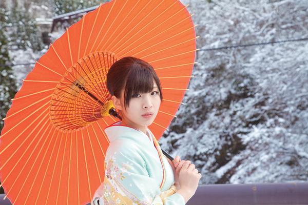 和傘と岩佐美咲