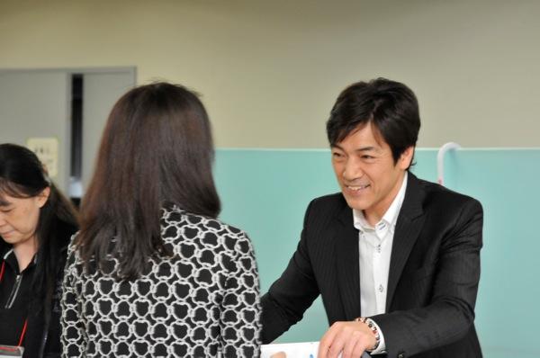 野口五郎: 野口五郎(56歳)、5月6日(GOROの日)に56組の予約購入者と