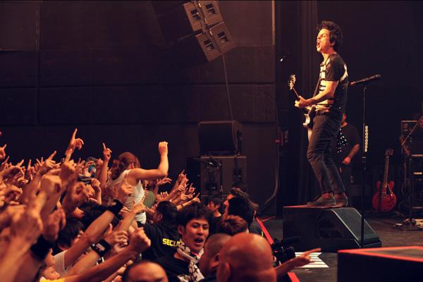 グリーン・デイ、超プレミア公演に渋谷炎上、新曲もヒット曲も満載の極上ライヴ