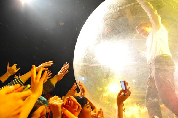 グラミー賞: メジャー・レイザー、最新作の楽曲も公開した一夜限りの来日
