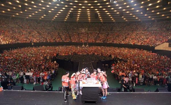AAA、大阪城ホールでデビュー8周...