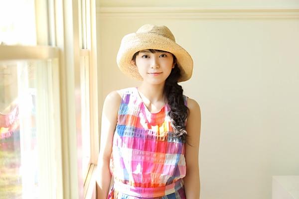 帽子を被ったmiwa