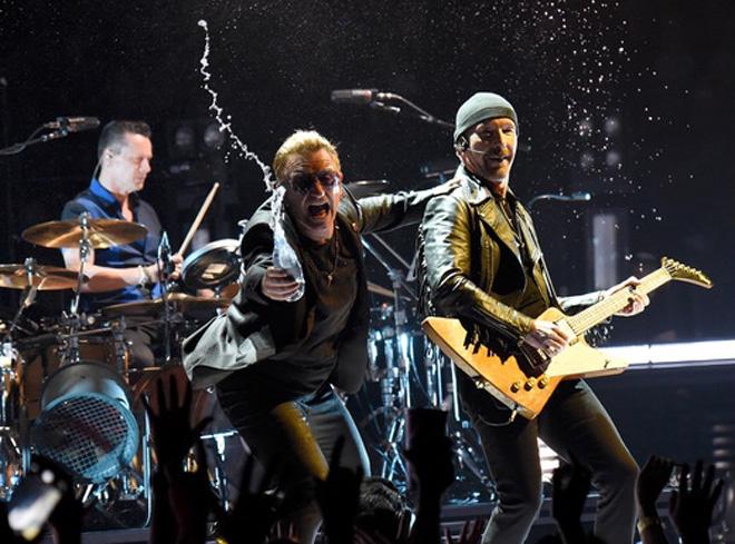 U2、アイルランドの同性婚承認を...