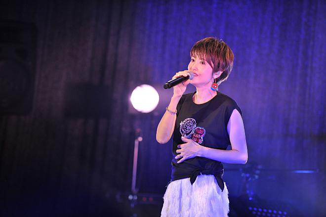 ヒーロー 荻野目 洋子 ダンシング