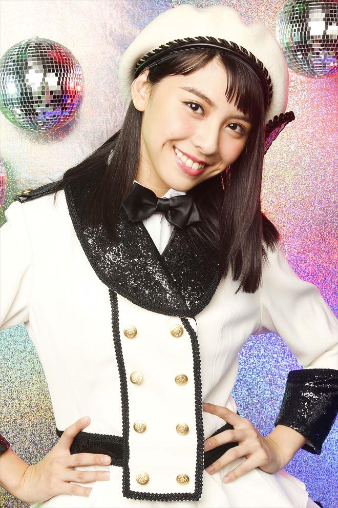 蝶ネクタイを付けている田中美麗