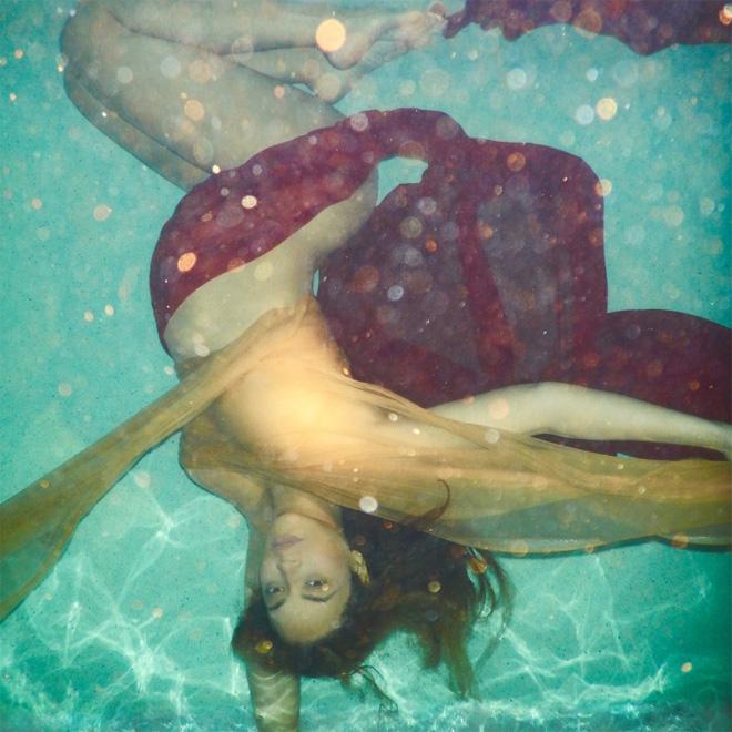 水中のマタニティビヨンセ