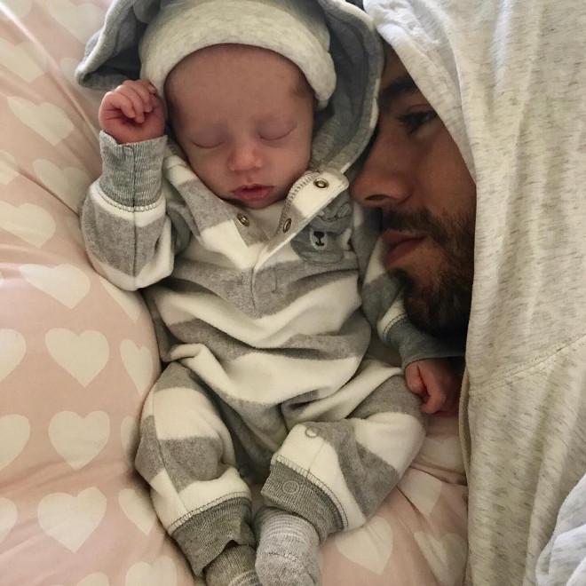 エンリケ・イグレシアス、赤ちゃんの写真を初公開