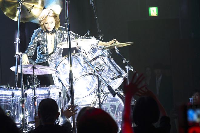 YOSHIKI、右手靭帯を損傷しながらもディナーショー完遂
