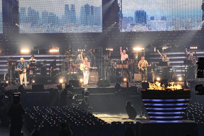 無料 ライブ サザン サザン無観客配信ライブ2020の感想!逆手に取った演出が凄い!?