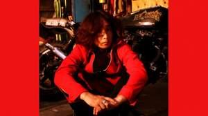 浅井健一、アルバムと共に、ユニクロTシャツとSchottジャケットも登場