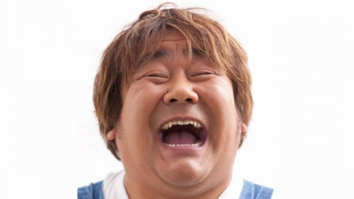 ホンジャマカの石塚英彦が素敵すぎる笑顔とともにCDデビュー | BARKS