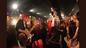 """Kra、ダウト、SCREW、BORN、揃い踏み""""PS COMPANY""""主催イベント開幕、出演バンドの「美男天気」もスタート"""