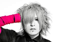 """【インタビュー】柩(NIGHTMARE)、 hideへの果てなき憧れ「ギタリストである""""柩""""はhideさんから始まっている」"""