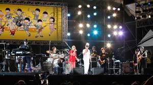 【ライブレポート】<ワールドハピネス>話題のバンド、おそ松くんズに細野晴臣も登場し8時間を超えた夢の祭典