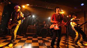 the pillows、22年ぶり上田ケンジを迎えたライブに新宿LOFT興奮
