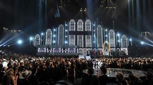 【2014年グラミー特集】マックルモア&ライアン・ルイスとマドンナ、34組の結婚にラブ・ソング