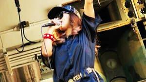 MINMI、心斎橋アメ村三角公園で新曲「#ヤッチャイタイ」披露&5ヵ国語MV公開