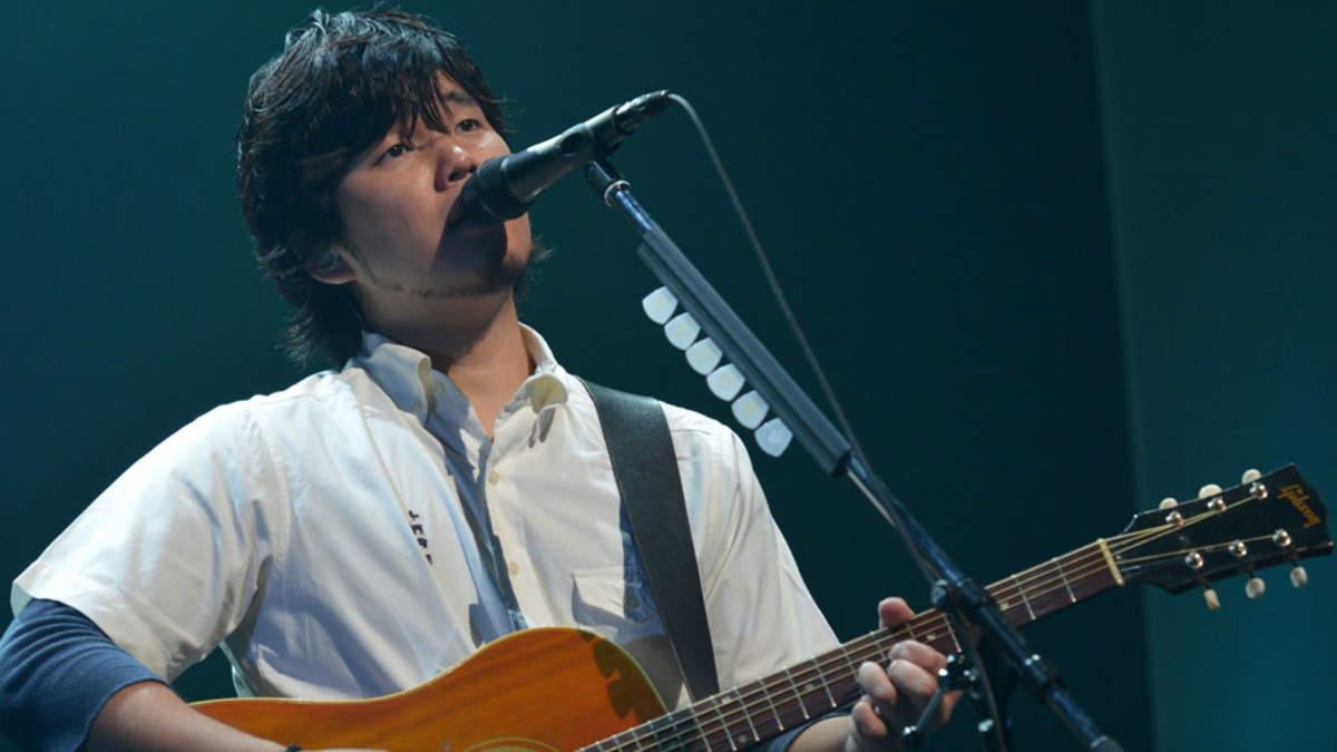 【ライブレポート】秦 基博、2年振りアコースティックツアーのファイナルで新曲「ひまわりの約束」披露