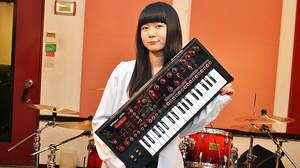 「ヤバい、楽しい! 曲がいっぱい作れそうです」、遊べる機能満載のローランド「JD-Xi」をFLiPのSachikoが徹底試奏