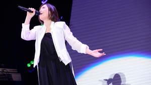 【ライブレポート】絢香、10周年ライブで自身最大規模のアリーナツアー開催発表。「めちゃくちゃ楽しみ」