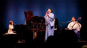 矢野顕子、石川さゆりと上妻宏光を迎えて<ふたりでジャンボリー>初日公演