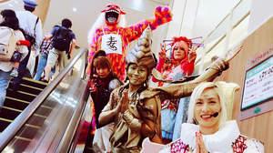 サイコ・ル・シェイム、ショッピングモールで子ども達から大歓声