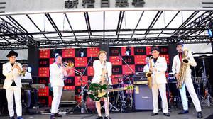 スカパラ×Ken Yokoyama、新宿日悪署落成式で「反骨のヒーローを見て育った」