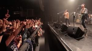 【ライブレポート】真心ブラザーズ「特殊なライブにみなさんようこそ」