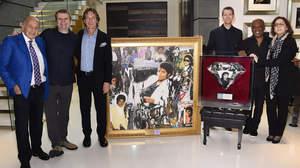 マイケル・ジャクソン、『スリラー』が史上初の33×プラチナ認定作品に