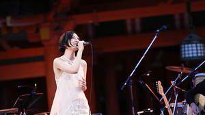 坂本真綾、晴天の嚴島神社で2年ぶりライブ「素敵な時間をありがとう」