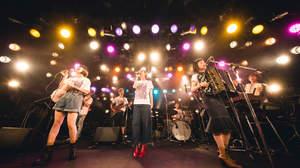 【ライブレポート】片平里菜、チャラン・ポ・ランタンと初2マン「ライブを見て、もっと好きになる」