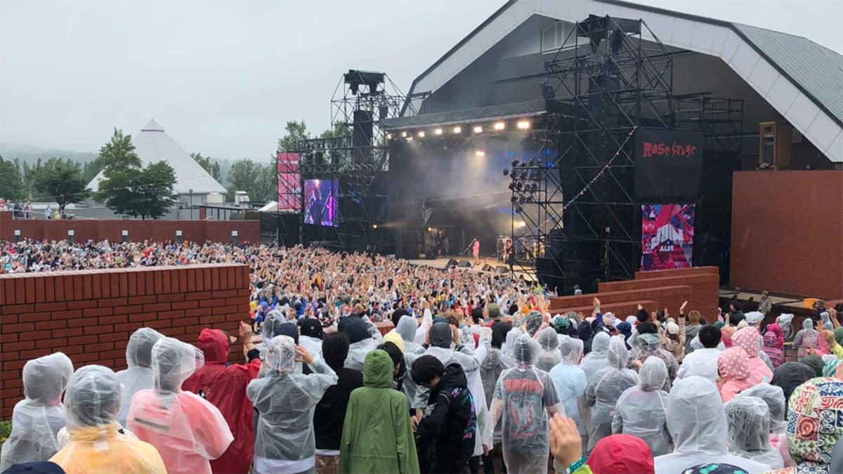 <JOIN ALIVE 2018>、ヤバイTシャツ屋さんがさらなる雨量を呼び寄せた