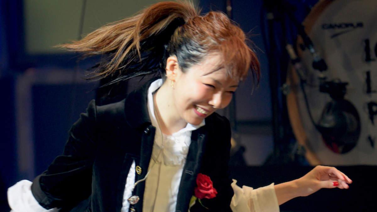 aiko、地元・大阪でメジャーデビュー20周年記念日「まだまだみんなの心に穴をあけたい」