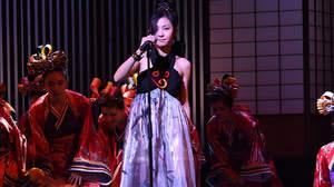 【ライブレポート】倉木麻衣、<KYOTO COLLECTION>で150名のダンサーと圧巻のステージ