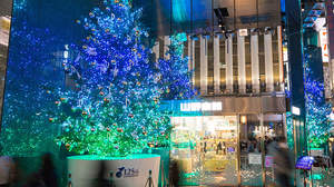 銀座山野楽器本店のクリスマスツリー、2018年はマライア・キャリー「恋人たちのクリスマス」、May J.「Let It Go」