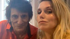 キース・リチャーズの娘「ロニー・ウッドが10月にチャック・ベリーのトリビュート・アルバムを出す」