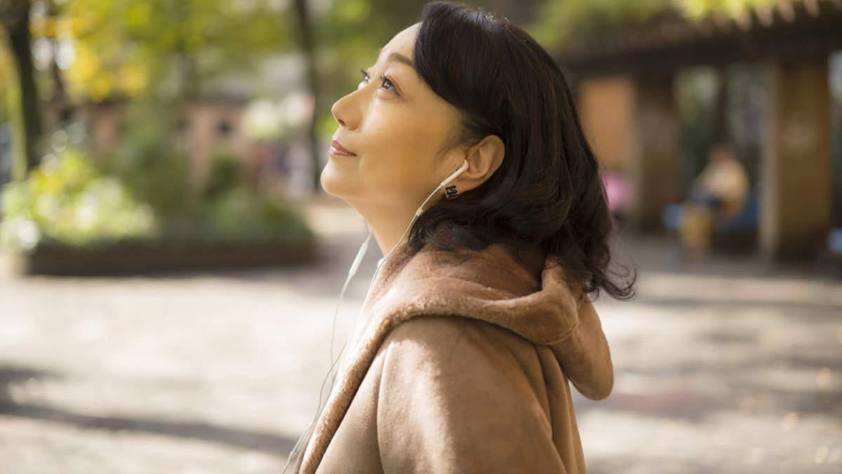 麻丘めぐみ、29年ぶり新曲に「わたしの彼は左きき」へのオマージュ | BARKS