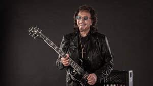 トニー・アイオミ、サイン入りギター、日本盤DVDなどを慈善オークションに