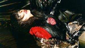 アイナ・ジ・エンド、初ソロALに付属の外仕事をコンパイルしたCD収録内容解禁
