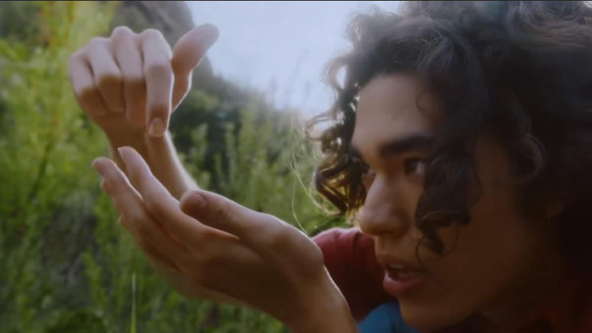 コナン・グレイ、「Astronomy」MVに恋人目線で描いたリアルな失恋模様