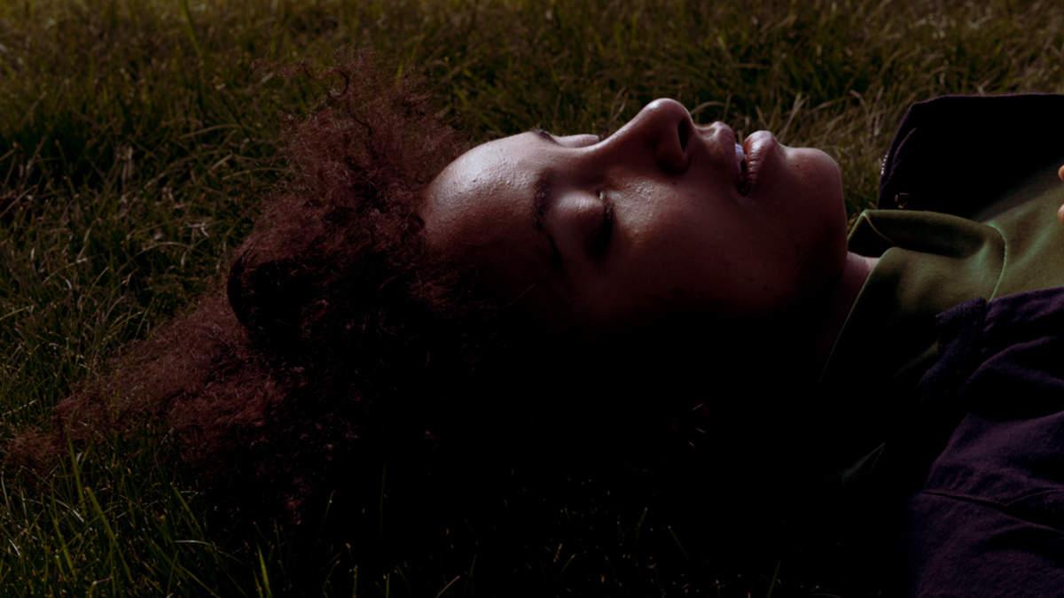 エスペランサ、ソングライツ・アポセカリー・ラボでコーリー・キングと制作した新曲「Formwela 4」を発表&MVも公開